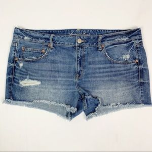 AEO Distressed High Rise Denim Jean Shorts Sz 18